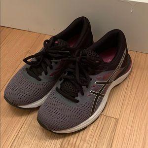 Women's 6.5 ASICS tennis shoes